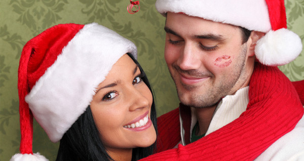 woman-kissing-man-under-mistletoe